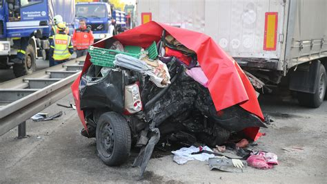 Autounfall 2 Kinder Tot by Verkehrsunf 228 Lle Aktuelle News Im 220 Berblick