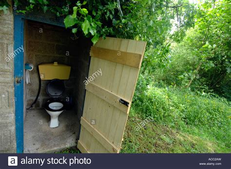 how to a for toilet outside how to make your use the bathroom outside build composting toilet woodworking