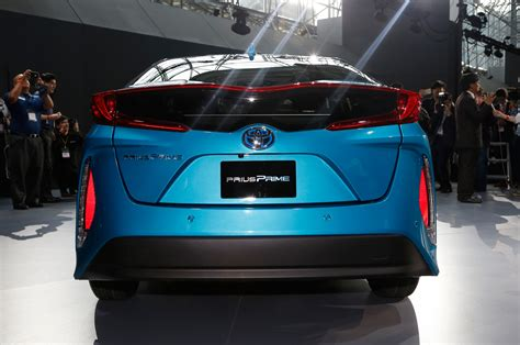 styling size up 2017 toyota prius prime vs 2016 toyota