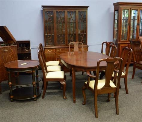 10 henkel harris dining room set to include oval tab