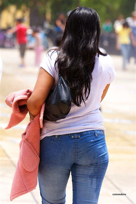 bonita chica con ricas nalgotas redondas calzon negro sexy girls on the street girls in jeans spandex and