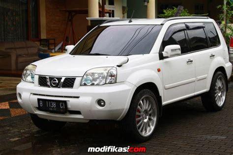 Kaca Spion Mobil Nissan X Trail bekas nissan xtrail st 2005 putih bagus banget