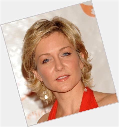 amy carlson new hair cut amy carlson new short hairstyle 2014