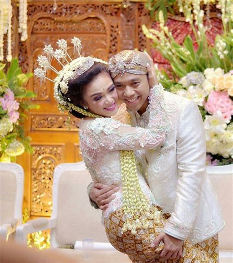 Kebaya Pengantin Kebaya Jawa A064 34 model kebaya pernikahan adat jawa modern resepsi dan