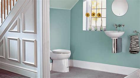 contoh gambar kamar mandi dibawah tangga desain interior