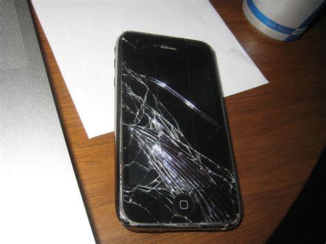 iphone fan breaks phone broken iphone phone still works but the screen is