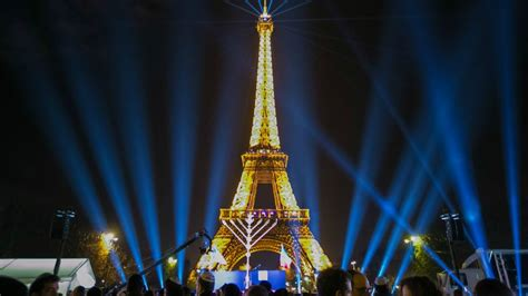 Candle Lighting Times In Las Vegas by Millions Of Jews Light Candle Of Hanukkah The