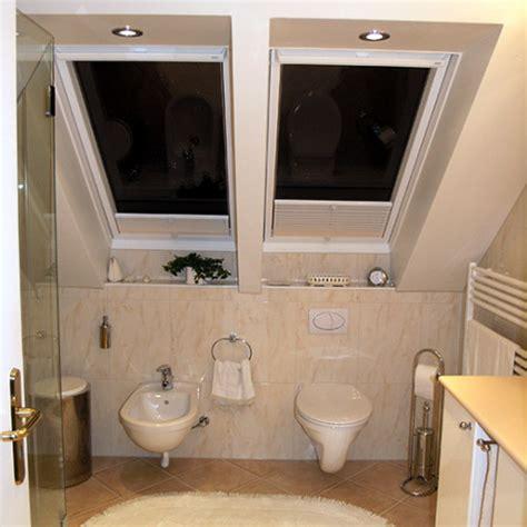 toilettenschüssel mit dusche eingepasste duscht 252 ren im dachgeschoss bad 040 b 228 der