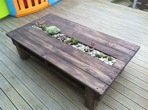 Diy Recycled Home Decor by 11 Amazing Recycled Pallet Tables With Planters Pallet