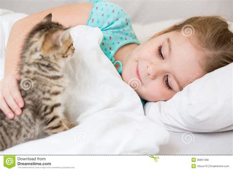 laying in bed kid girl with kitten laying in bed royalty free stock