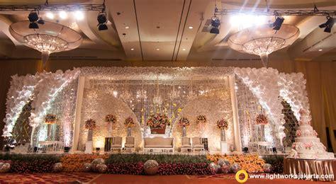 Miranda Hitam Salem 10 dekorasi pernikahan dengan tema klasik modern gebeet