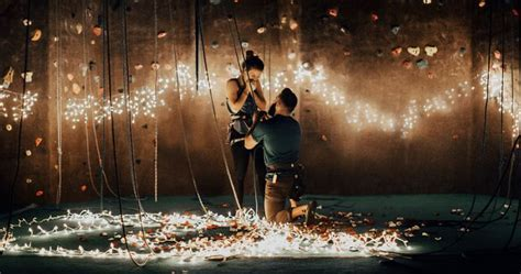 Rock Climber Proposes To His Girlfriend In The Most