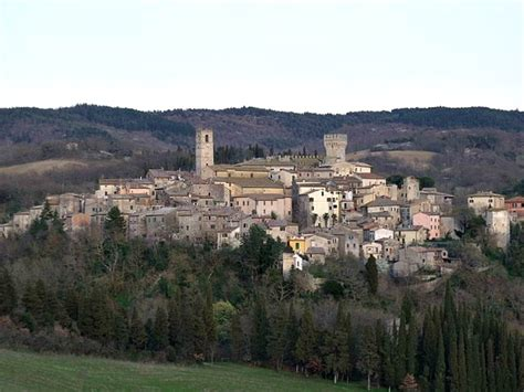 best town in tuscany the best small towns in central italy in pictures walks