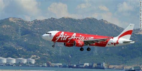 detiknews pesawat air asia penumpang siram air panas ke tubuh pramugari air asia