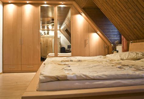 schlafzimmerschrank gestalten schlafzimmerschrank f 252 r die dachschr 228 nach ma 223
