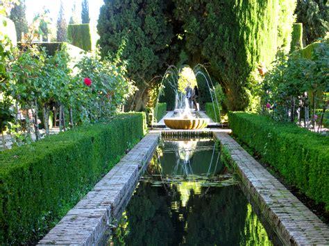 File:Jardines de El Generalife. La Alhambra, Granada.