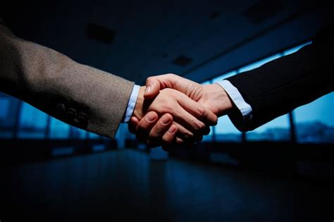 handshake of businessmen photo free