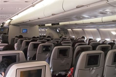 Qatar Airways Cabin Baggage by Review Of Qatar Airways Flight From Doha To Hong Kong In