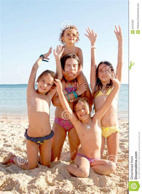 little girl models beach маленькая нудистка
