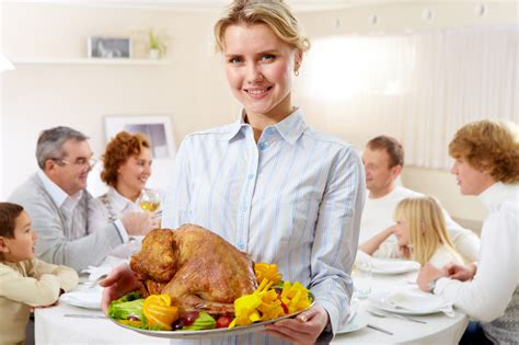 dinner host how to host the perfect thanksgiving dinner