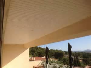 faux plafond pvc d une terrasse de le lavandou