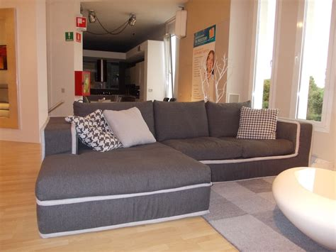 divani scontatissimi divano alberta salotti modello simon divano con penisola