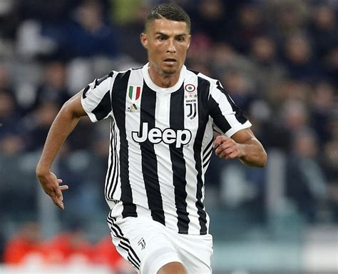 ronaldo juventus sleeve shirt juventus fans out to buy cristiano ronaldo shirts daily mail