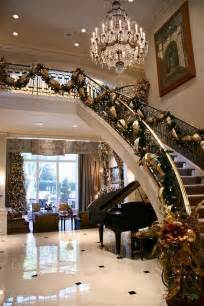 Beautifully Decorated Homes by 17 Best Ideas About Elegant Christmas Decor On Pinterest