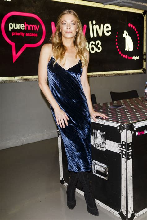 Which Of Leann Rimess 3 Cmas Dresses Do You Like Best by Leann Rimes Clothes Looks Stylebistro