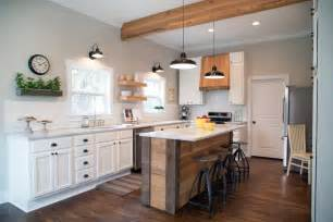 Fixer upper kitchens rooms kitchen chip and joanna gaines fixer upper