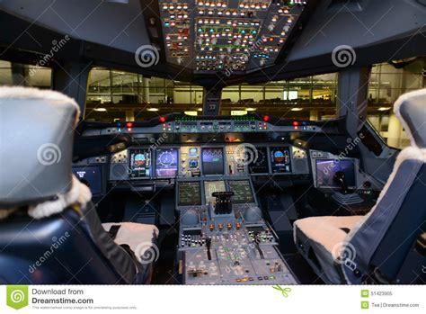 cabina di pilotaggio airbus a380 emirates airbus a380 aircraft cockpit interior editorial