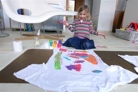Textilfarbe Zum Bemalen by T Shirts Bemalen Mit Textilfarben Kleine K 252 Nstler