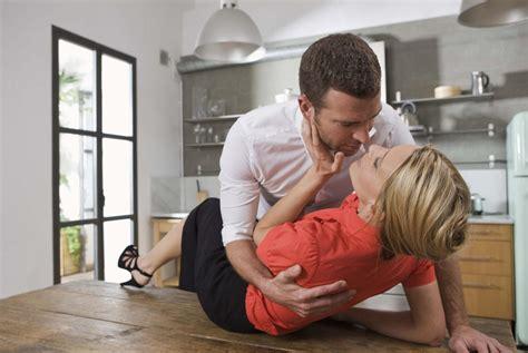 man and woman having sex in bathroom 10 consejos para aumentar el orgasmo de tu pareja salud180