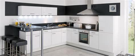 idee cuisine equipee cuisine 233 quip 233 e jena blanc id 233 e de d 233 coration aviva