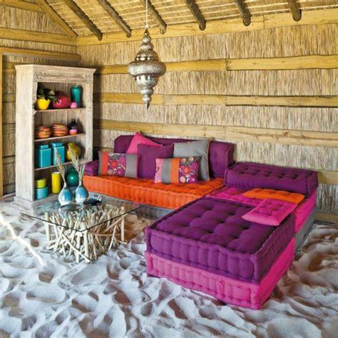 Exceptionnel Petite Table De Cuisine #4: joli-salon-d-exterieur-marocain-avec-meubles-violets-canape-violet-sur-le-sable-et-table-en-verre-et-bois.jpg