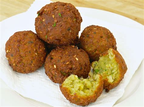 falafel with tahini sauce food people want