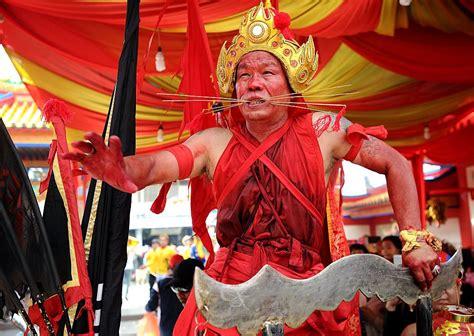 guide  holidays  festivals  indonesia