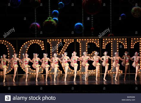 rockettes dancing radio city music hall christmas