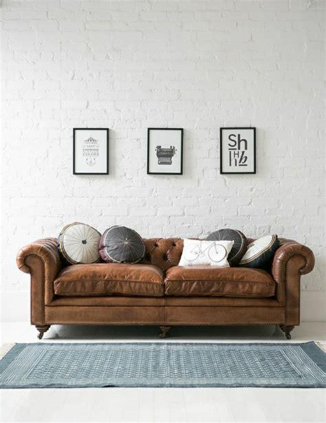akzent kissen für leder sofa das chesterfield sofa 70 fantastische modelle