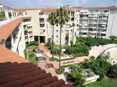 Appartement 3 pièces vue mer panoramique piscine à Juan les Pins Antibes Vacances CoteDAzur.com