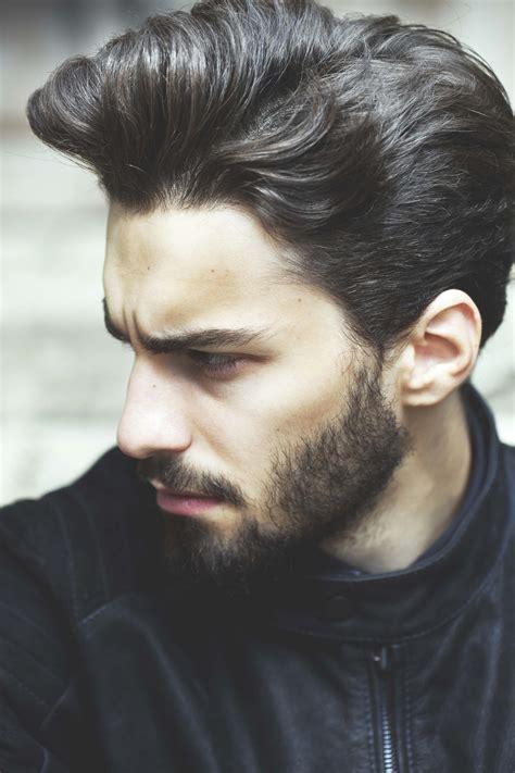 tampil keren   gaya  model rambut bergelombang