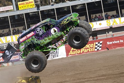 gravedigger monster truck videos monster truck grave digger by brandonlee88 on deviantart