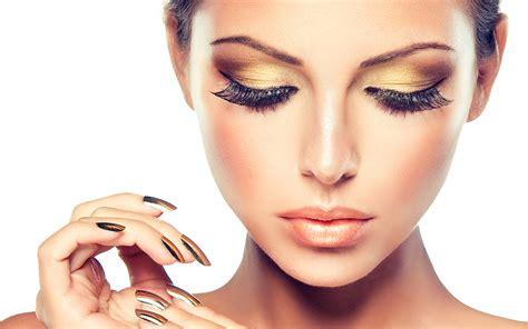 beautiful fashion model in jewelery and lila manicure marlene nails beauty estetica roma