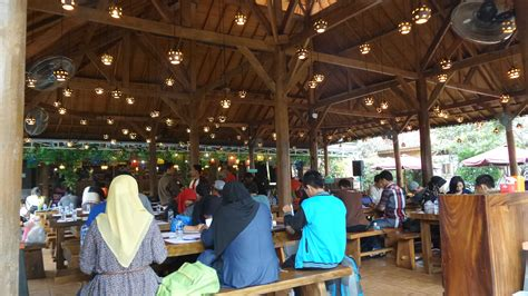 Tempat Makan Sangkar Burung Di Bandung kita makan di bebek kaleyo bandung ya penjaja kata