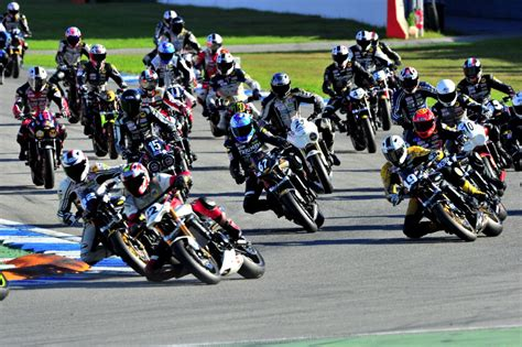 Motorrad In England Anmelden by Triumph Street Triple Cup T Cup Triumph Challenge 2012