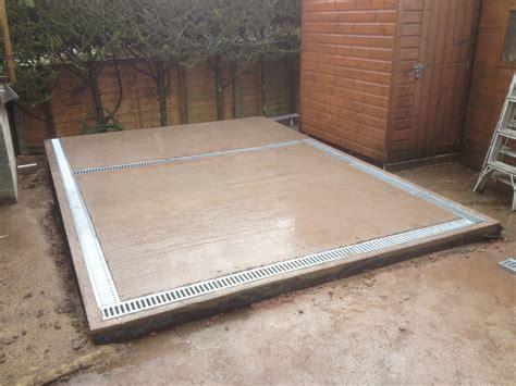concrete double kennel base  drainage  wooden
