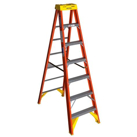 werner 7 ft fiberglass step ladder with 300 lb load
