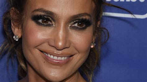 what kind of lipstick does jennifer lopez use j lo presents her first no makeup dubsmash because