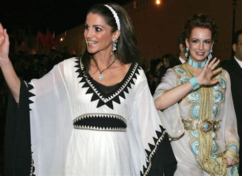 Kaftan Ratu Abu ikat pinggang gaya andalan ratu cantik yordania rania