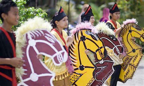 malaysia dituduh curi tarian kuda kepang